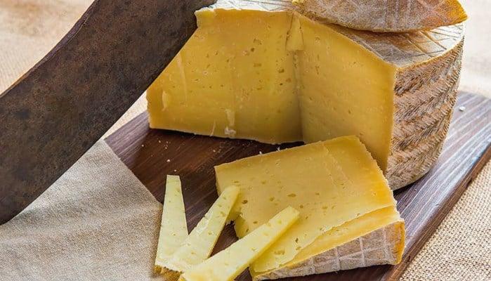 Diferencia entre el queso curado y el queso madurado